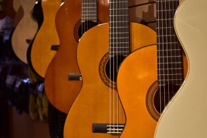 guitars-4045306_1920